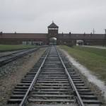 gate-of-death-auschwitz1
