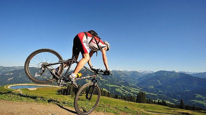 #InAustria For Stunning Views, Mountain Biking and Huskies!