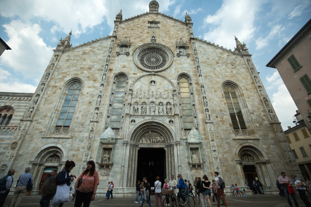 Como Cathedral outside