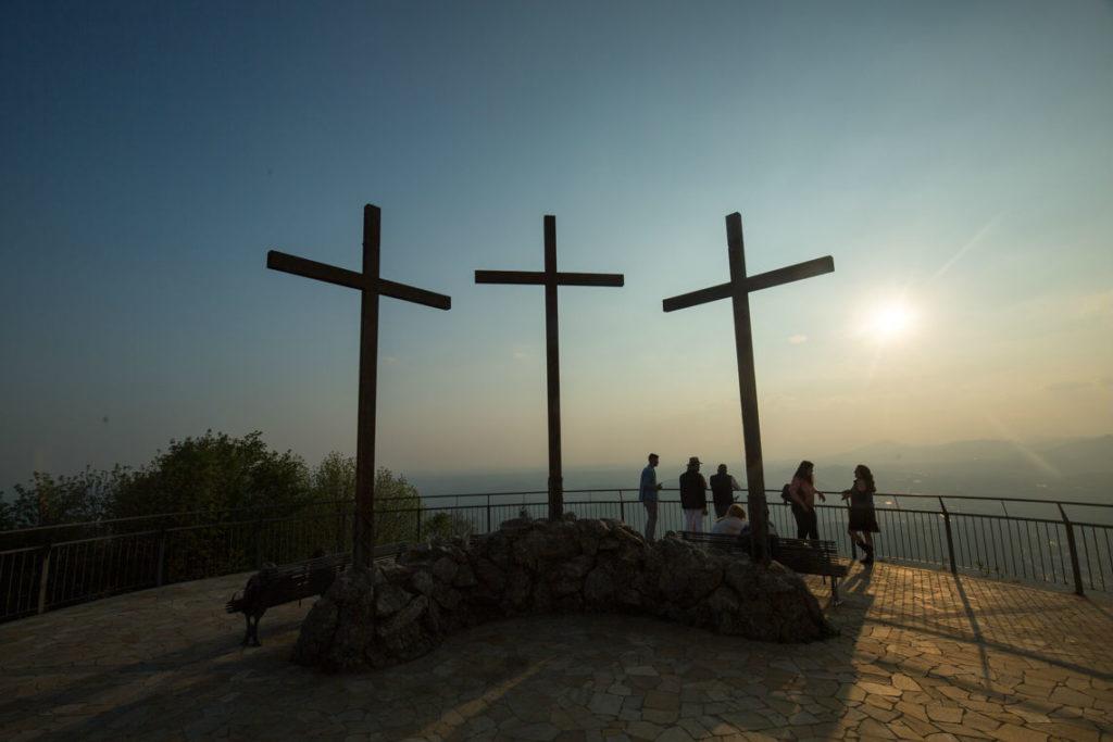 Faro Voltiano Crosses